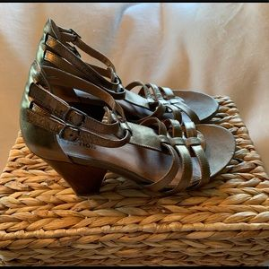 Kenneth Cole Reaction Bronze Metallic Sandals